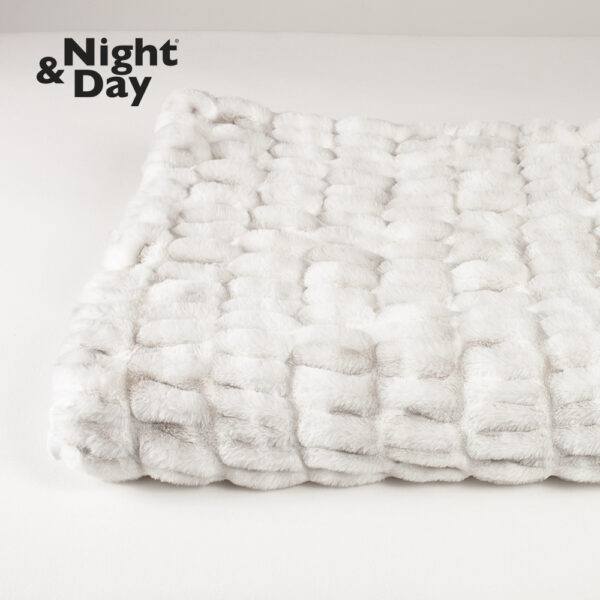 Plaid i imiteret pels fra Night & Day