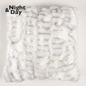 Pudebetræk i imiteret pels fra Night & Day